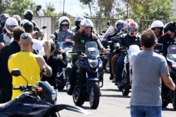 Bolsonaro lidera multitudinaria concentración en plena segunda ola de covid en Brasil