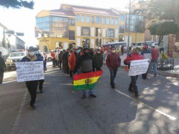 Transporte pesado anuncia bloqueo vial en defensa de las cargas de minerales