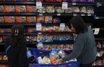 Inflación argentina no cede y acumula 17,6% desde enero