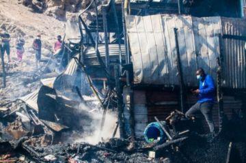 Incendio arrasa 45 viviendas en asentamiento irregular en el norte de Chile