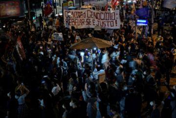 Miles protestan contra el racismo y la violencia policial en Brasil