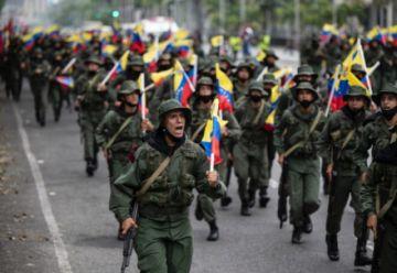 """Venezuela denuncia """"secuestro"""" de ocho militares por irregulares colombianos"""