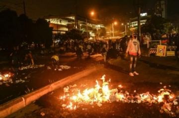 Al menos un muerto y varios destrozos en nueva jornada de protestas en Colombia