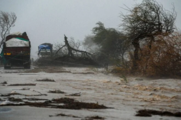 Reportan que hay  27 muertos en India por el ciclón Tauktae, que paraliza vacunación anti-covid