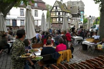 """""""¡Esperaba con ansia este día!"""", los franceses regresan a cafés y museos tras seis meses de cierre"""