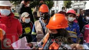 Trabajadores paralizan obras en el hospital de tercer nivel