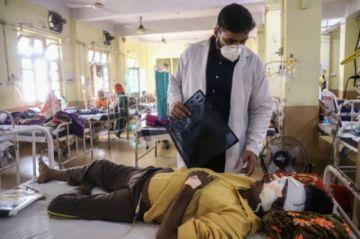 """El """"hongo negro"""", la enfermedad que afecta a muchos convalecientes de covid-19 en India"""