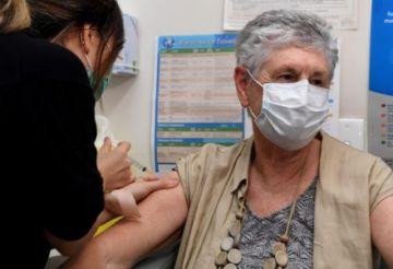 Australia insta a los mayores de 50 años a vacunarse contra el covid-19