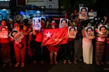Militares de Birmania amenazan con disolver el partido de Aung San Suu Kyi