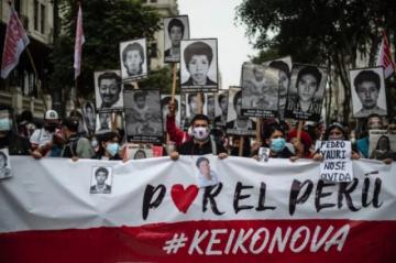 Miles marchan en Perú en rechazo a candidata Keiko Fujimori