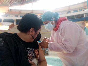 Comienza la vacunación contra el coronarivus a maestros de todo el país
