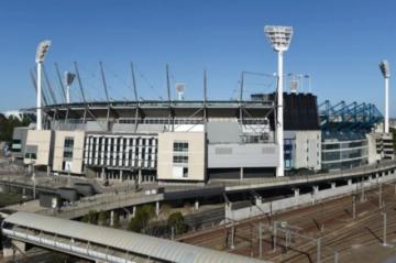 Australia realiza miles de test de covid a los asistentes a un estadio en Melbourne