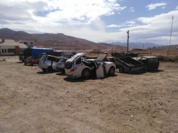 Aduana destruye vehículos incautados que no reúnen condiciones
