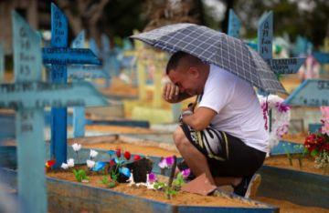"""OPS alerta sobre """"preocupante"""" meseta de casos y muertes de covid en las Américas"""