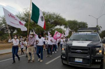 Con el miedo a cuestas, candidatos mexicanos desafían las balas