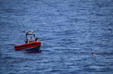Reportan que hay dos muertos y 10 desaparecidos al volcar balsa con inmigrantes cubanos rumbo a Florida