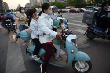 China autoriza tener tres hijos por familia