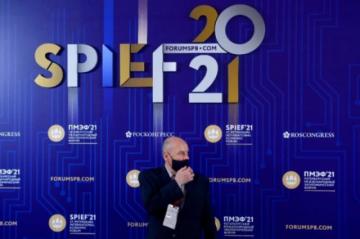 Rusia quiere olvidar la política y la pandemia en el foro de San Petersburgo