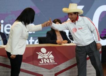 Inestabilidad, informalidad, corrupción : los retos del próximo presidente de Perú