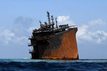 Expertos internacionales acuden a ayudar en derrame petrolero en Sri Lanka