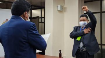 Posesionan a Sergio Choque, expresidente de Diputados, como gerente de Mi Teleférico