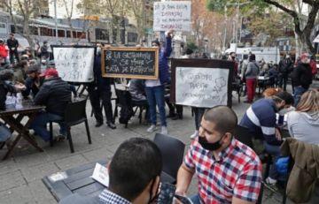 Bares y restaurantes piden ayuda para enfrentar el peor momento de la pandemia en Argentina