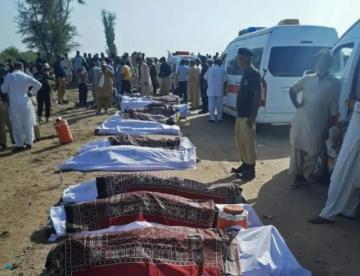 Reportan que hay al menos 40 muertos en un accidente ferroviario en Pakistán