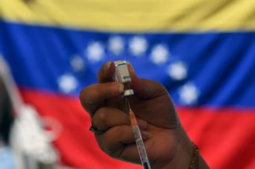 Reportan largas filas para vacunación contra el covid-19 en icónica barriada de Caracas