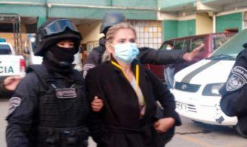 Jeanine Añez dice sentirse 'en total indefensión' y acusa al Gobierno de 'inventar' nuevos procesos