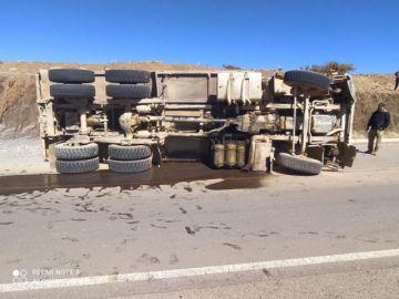 Chofer protagoniza un accidente y huye del lugar en la carretera a Tres Cruces