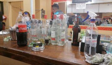 Intervienen local a media cuadra de la Plaza Murillo, donde consumían bebidas alcohólicas