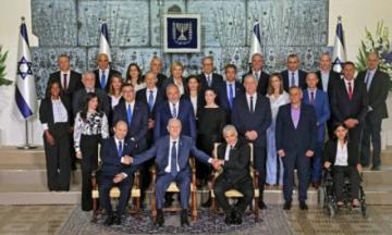 """Un """"nuevo día"""" en Israel, con el primer gobierno sin Netanyahu en 12 años"""