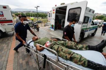 Ataque con carro bomba atribuido a ELN deja 36 heridos en unidad militar en Colombia