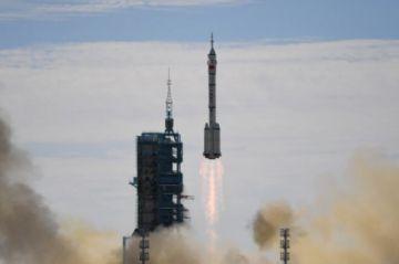 Los primeros tripulantes llegan a la estación espacial china