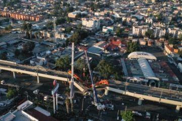 """Peritaje atribuye a """"falla estructural"""" accidente en metro de Ciudad de México"""
