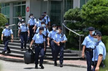 Policía de Hong Kong allana diario prodemocracia Apple Daily y detiene a cinco directivos