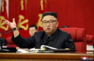 """Corea del Norte debe prepararse para el """"diálogo y la confrontación"""" con EEUU, dice Kim Jong Un"""