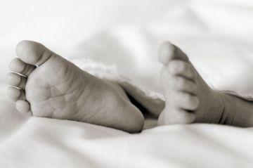 Encarcelan a un hombre acusado de haber lanzado a su propio bebé por un barranco