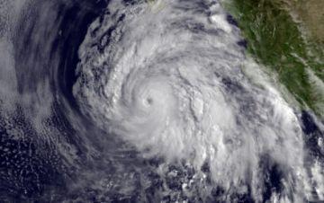 Tormenta tropical Dolores toca tierra en el Pacífico mexicano
