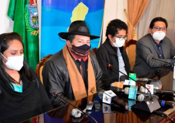 El Gobernador de La Paz descarta comprar vacunas anticovid y anuncia evaluarlo en el COED
