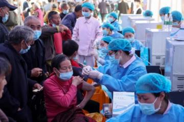 China ya administró mil millones de vacunas anticovid y Brasil alcanza 500.000 muertes