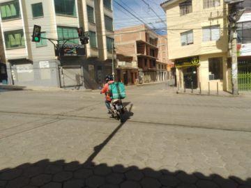 Servicio de comida a domicilio solo debe cobrar 5 Bolivianos en Potosí