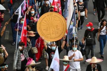 Nueva manifestación prodemocracia en Bangkok pese al covid-19