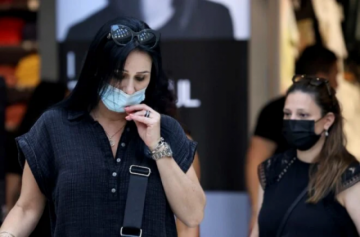 Vuelve la mascarilla en Israel en lugares públicos cerrados ante el repunte de covid-19
