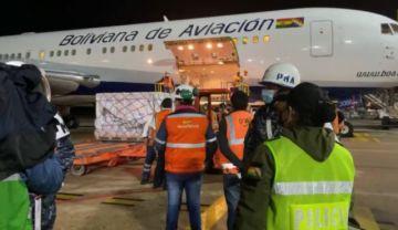 Llegan a Bolivia 500 mil dosis de vacunas anticovid que completan al 1 millón de Sinopharm