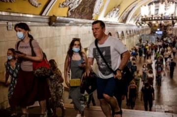 Registran récord de muertes en Moscú y nuevas restricciones en Asia y Pacífico por el covid-19