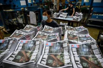 Reportan detención en el aeropuerto de Hong Kong el principal editorialista del Apple Daily