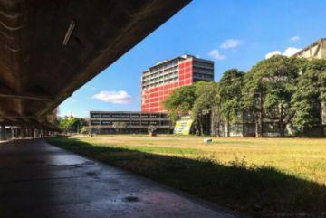 Sin agua para apagar incendio en la mayor universidad de Venezuela
