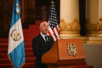 """EEUU espera poner """"fin a migración"""" irregular desde Guatemala"""