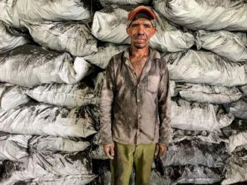 En el corazón de Cuba, el carbón vegetal se hace a la antigua